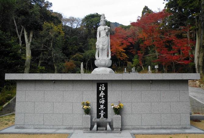 涅槃堂 共同墓 「涅槃堂」 内部はロッカー式になっています。お参りに来られた時... 共同墓「涅